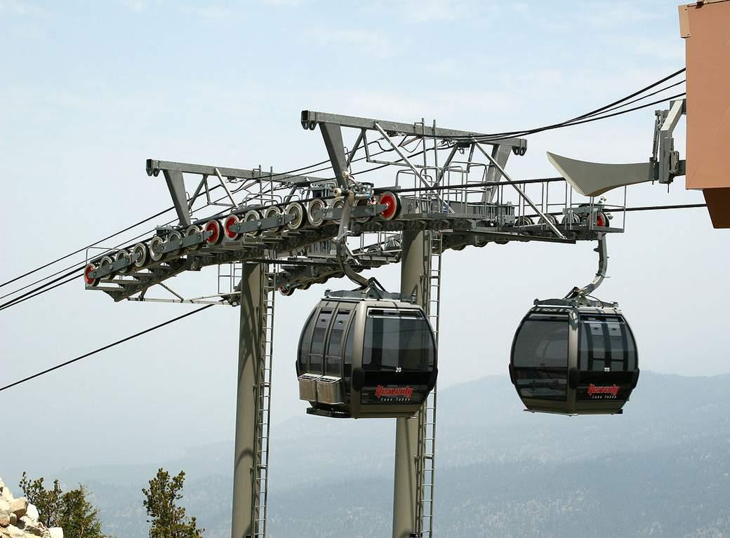 1280px-LakeTahoe-gondola